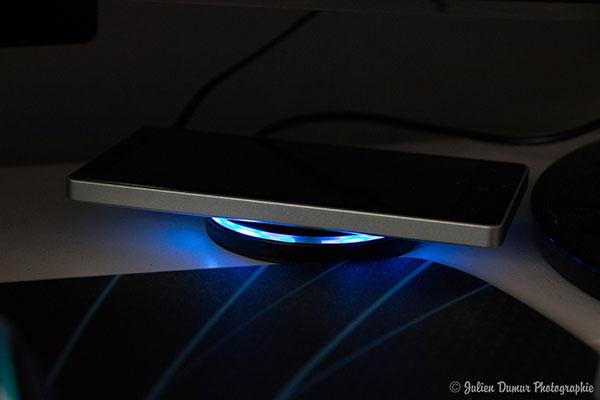 Nillkin Qi : la lumière bleue indique l'état de la charge